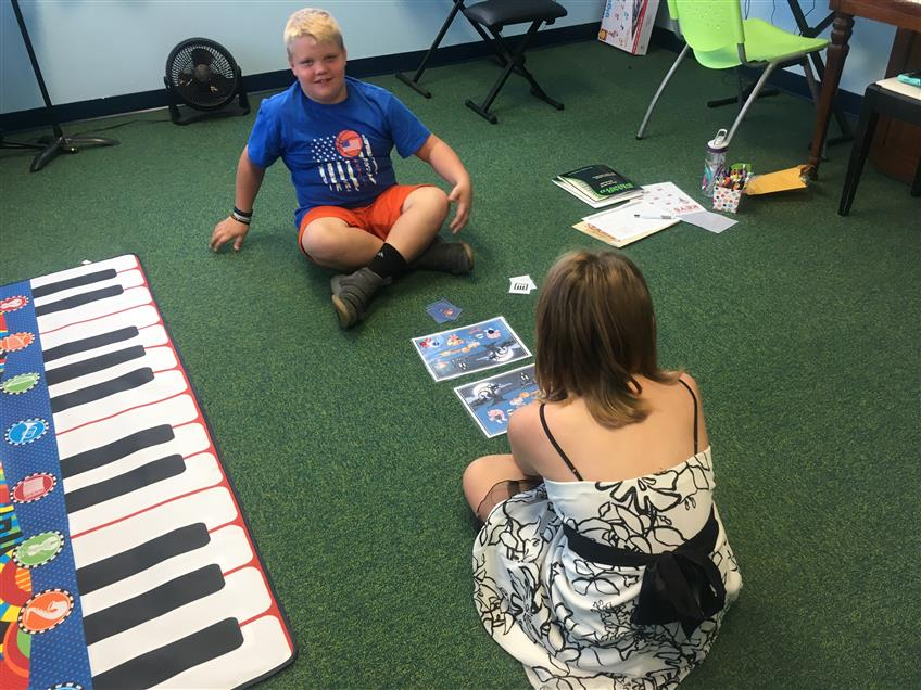 Gavin & Sophie are playing a fun game about piano keys.